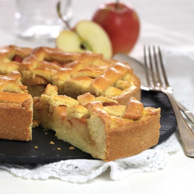 Shortcrust apple cake